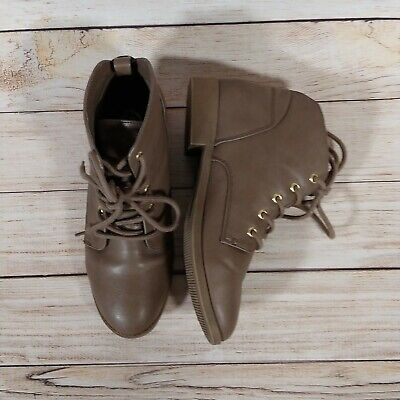 NEW Candies Women/'s Famous Ankle Back Zipper Booties Taupe #200756 141H rz