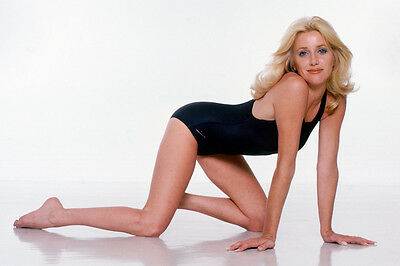 Suzanne Somers Sexy Swimsuit On Floor 24X36 Poster