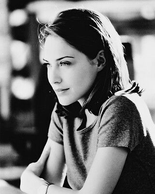 Claire Forlani Lovely Pose B&w 8X10 Photo