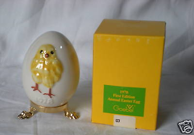 1978 ANNUAL EASTER EGG Goebel Chicken Figurine on stand NIB