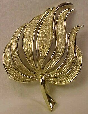 Lovely Vintage WAVING GRASS GRASSES TEXTURED GOLDTONE PIN BROOCH Retro 1960s