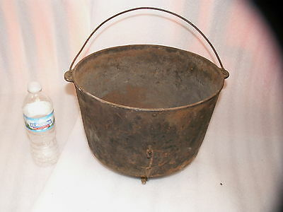 vintage old antique cast iron bean kettle rare  3 legged with wire bail handle