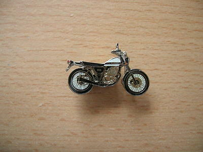 Suzuki Racing Bike Pin Badge Mottorrad Lucky Strike