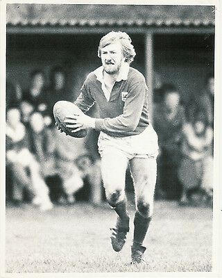 "JIM SHANKLIN LONDON WELSH & WALES RUGBY PHOTOGRAPH 10"" x 8"" (25cm x 20cm)"