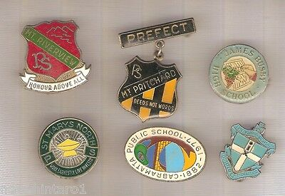 #D44.  36 AUSTALIAN SCHOOL LAPEL BADGES, KYRINGS etc
