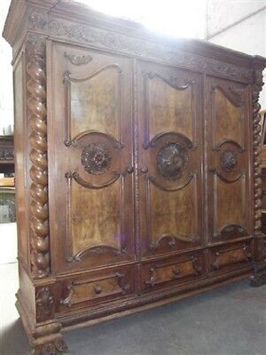BEAUTIFUL CARVED TUSCAN ITALIAN ANTIQUE WALNUT BEDROOM SET ARMOIRE - 13IT055A