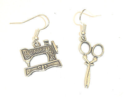 ViNTaGe SiNGeR SeWiNG MaCHiNe AND SCiSSoRs eaRRiNGS SiLVeR ReTRo IN GIFT BAG