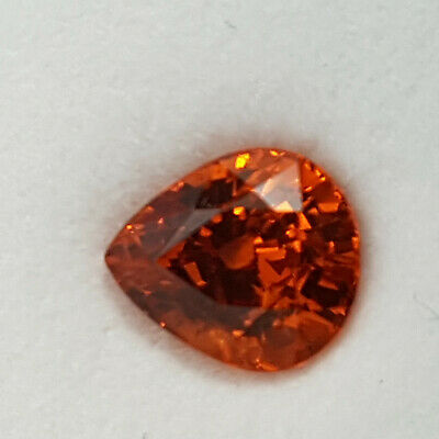Echter facettierter Mandarin-Granat mit 2.10 Carat in Box ( 7,5 x 6,7 mm )