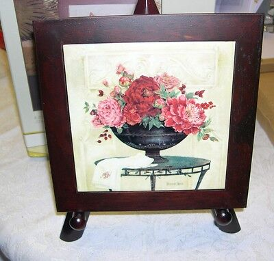 BEAUTIFUL TRIVET WITH WOODEN STAND FEATURES FLOWERS NEW IN BOX