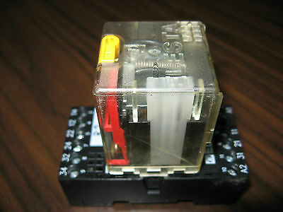 Elesta SKR115AF Cube Relay With Elesta ZKM118 Relay Base