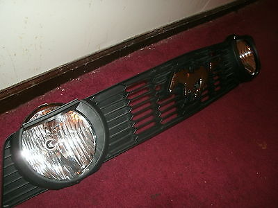 2010 2011 2012 Ford Mustang Gt Factory Grille W Center Emblem And Oem Fog Lights