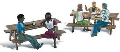 NEW Woodland Scenics Outdoor Dining N A2214