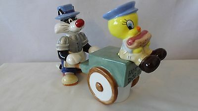 1994 Sylvester and Tweety Bird Hot Dog Stand Salt and Pepper Shakers G217