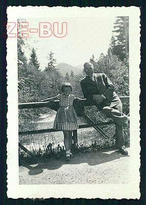 vintage photo BORED LITTLE GIRL AND OLD MAN POSING FUNNY SNAPSHOT 1930s