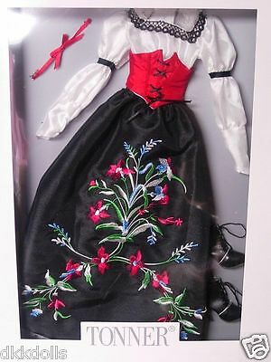 Snow White Re-Imagination Fashion Doll Outfit, Tonner 2013, 16 In. Tyler Body