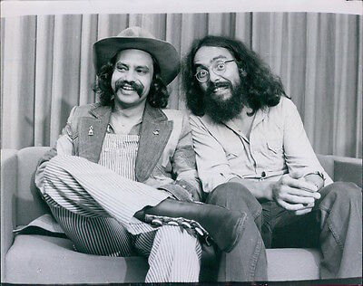 Vintage 1974 Comedian Stoners CHEECH MARIN and TOMMY CHONG Press Photo