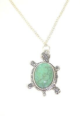 TuRQUOiSe SToNe TuRTLe PeNDaNT NeCkLaCe TORToiSe LONG SiLVeR PLaTeD CHAiN
