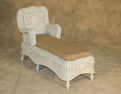 Splendid Antique Child Size Wicker Chaise Lounge Daybed