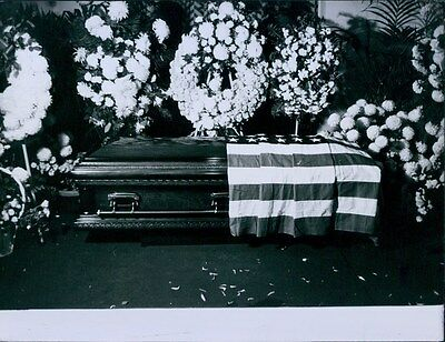 Vintage 1959 Coffin of Hollywood Actor TYRONE POWER Press Photo