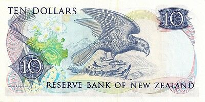 NEW ZEALAND ND 1985-89 10 DOLLAR  Signature S.T.Russell  in a protective sleeve