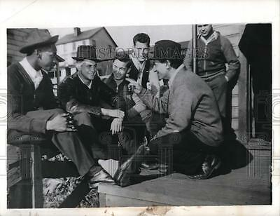 1941 Press Photo United Mine Workers of America Discuss Coat Strike in Isabella