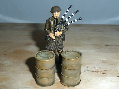 1/32 Scale Solid Resin Desert Oil Drums Hand Painted For Model Scenes 2 Pack