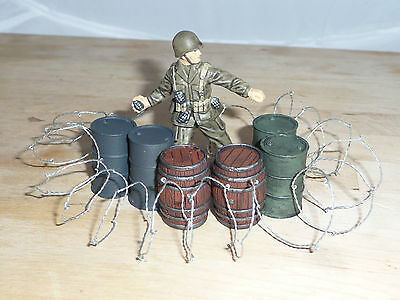 1/32 Scale Solid Resin Painted Barrels / Oil Drums & Barbed Wire, For Dioramas