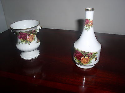 SET OF 2 OLD COUNTRY ROSES FLOWER VASES