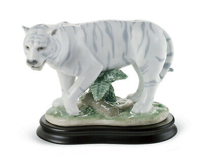 New Lladro #8465 The Tiger Brand New In Box Zodiac Wooden Base Power Save$$ F/sh