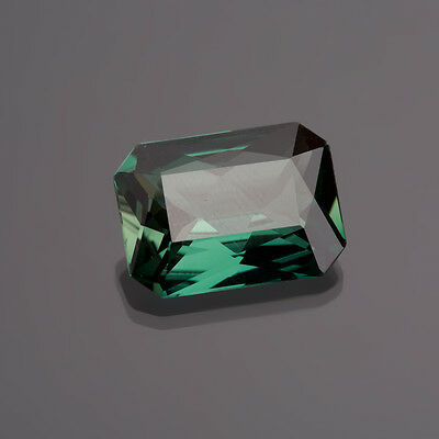 Synthese grün   8-Eck  14 x 10 mm  7,42 Ct. // green Synthese (014)