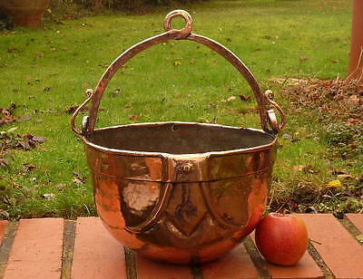 HAND WORKED 18th CENTURY ENGLISH COPPER POT with BALE HANDLE