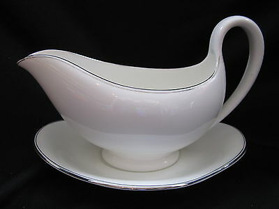 Wedgwood DORIC PLATINUM W4212  - Gravy Boat and Stand