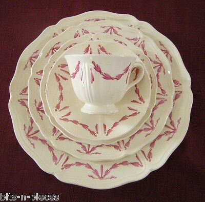 WEDGWOOD WILLIAMSBURG HUSK 5 Piece Plate Setting 3 plates cup saucer