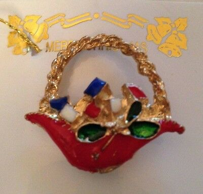 Christmas Pin Basket with Presents Red Green Goldtone 1 1/4 x 1 inch