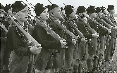 German WW II Photo   * *  Young  Soldiers   * *   # 1542