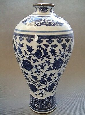 Chinese antiques Blue and white Porcelain Vase Painted Flowers Qianlong mark
