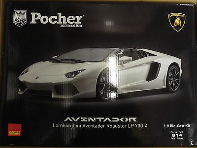 Pocher Lamborghini Aventador LP700-4 Roadster Canopus White 1/8  Car Kit HK104