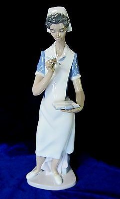 Lladro #6256 Making Rounds Brand New In Box Nurse Woman Medical Profession Save$