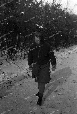 Negativ-Frau-Cute-German-Woman-Girl-Winter-Schnee-1930er Jahre-1930s-2