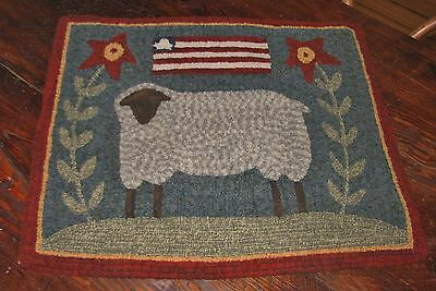 "Primitive Hooked Rug Pattern On Linen ""Prim Sheep"""