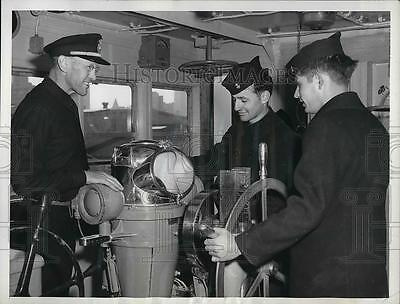 1950 Press Photo Sailors American Sailors complete  the cruise to Portland.