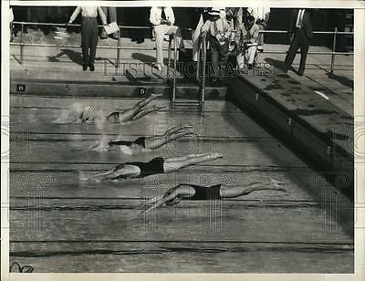 1932 Press Photo Swimming sprinters in the 100-meter freestyle