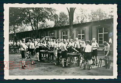 vintage photo GROUP OF MEN GERMAN SOLDIERS CLEANING THEIR GUN RIFLE WWII 1940s