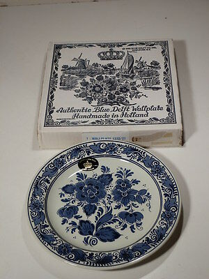 """1983 AUTHENTIC BLUE DELFT PLATE FROM HOLLAND FLOWER DESIGN NEW IN BOX 8 1/4"""""""
