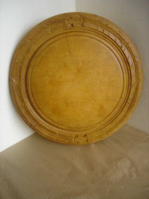 VINTAGE CARVED WOODEN BREAD BOARD 12.2  inches