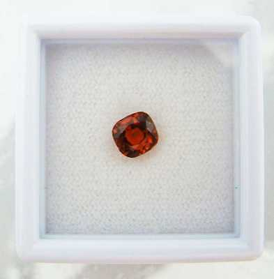 Echter facettierter Mandarin-Granat mit 0,84 Carat in Box ( 5,3 x 5 x 3,5 mm )