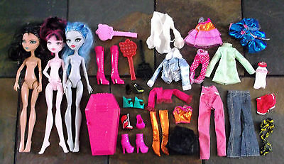 non BARBIE DOLL - 3 MONSTER HIGH DOLLS w/ CLOTHES, SHOES, ACCESSORIES