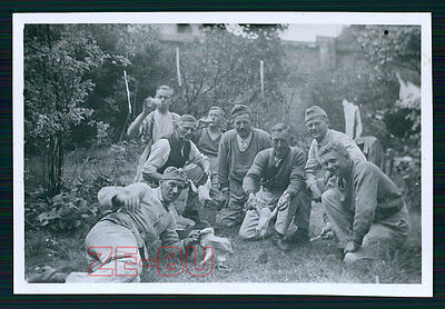 vintage WWII photo GERMAN SOLDIERS POSING W/ KILLED NAKED CHICKEN 1940s