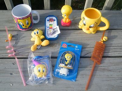 HUGE VINTAGE LOT COLLECTIBLES TWEETY BIRD WATCH MUGS NIGHT LIGHT BOOBLE HEAD SET