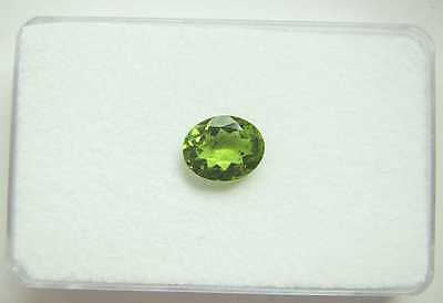 Facettierter Peridot ca. 9,8 x 8 mm - ca. 2,35 Carat.